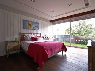 Bedroom by Mobiliario y Equipo MEE, Eclectic