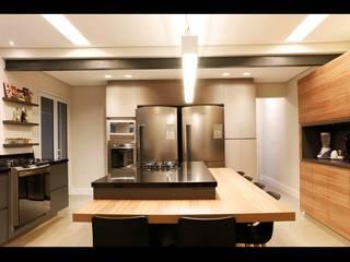 Cocinas de estilo  de MONICA SPADA DURANTE ARQUITETURA, Moderno