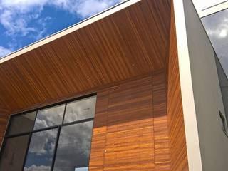 現代房屋設計點子、靈感 & 圖片 根據 Daniela Viana e Lilian Maravai Arquitetura 現代風