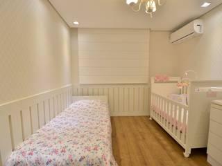 Graça Brenner Arquitetura e Interiores 嬰兒房/兒童房 MDF White