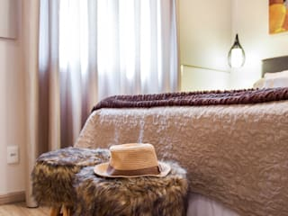 Amanda Pinheiro Design de interiores Modern style bedroom Beige
