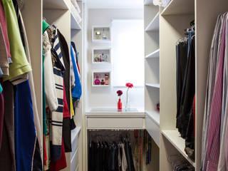 Closets de estilo moderno por Amanda Pinheiro Design de interiores