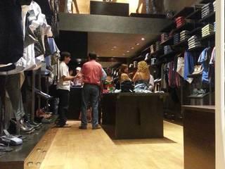 Salón ventas.: Galerías y espacios comerciales de estilo  por ARQUIGRAF YB