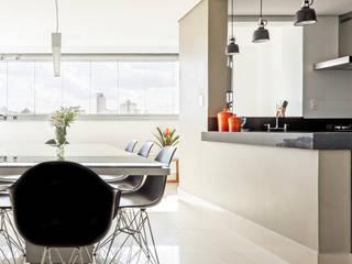 Apartamento SL Salas de jantar modernas por Caio Prates Arquitetura e Design Moderno