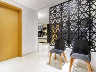 Apartamento PN Corredores, halls e escadas modernos por Caio Prates Arquitetura e Design Moderno