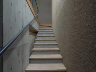 ちっちゃな家#138: アーツ&クラフツ建築研究所が手掛けた廊下 & 玄関です。