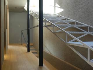 ちっちゃな家#138 モダンスタイルの 玄関&廊下&階段 の アーツ&クラフツ建築研究所 モダン