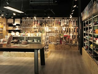 Offices & stores by 直譯空間設計有限公司