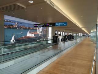 Aeropuertos de estilo moderno de FLOORBAMBOO Moderno