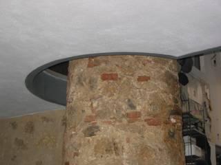 Ristrutturazione ex fienile in pietra e mattoni:  in stile  di studio architetto mugnai