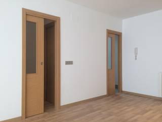 Reforma de vivienda en Granada Centro: Casas de estilo  de Rubí & Del Árbol_arquitectos