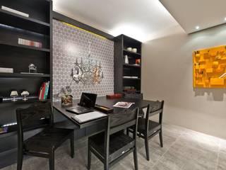 Home Office:   por Katalin Stammer Arquitetura e Design