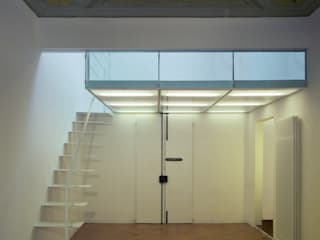 Corridor and hallway by Lorenzo Rossi Architetti,