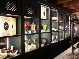 Oficinas y Tiendas de estilo  por Studio Codebò Vergnano