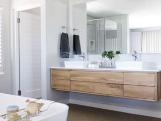 Main en-suite :  Bathroom by Salomé Knijnenburg Interiors
