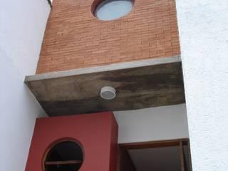 Sobrado na cidade: Casas  por Mina Arquitetura & Construções