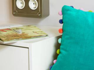 Habitación infantil con baño: Dormitorios infantiles de estilo  de ANTIOQUIA INTERIORISMO