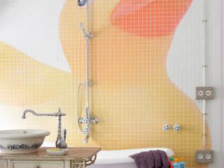 Habitación infantil con baño: Baños de estilo  de ANTIOQUIA INTERIORISMO