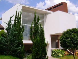 Modern houses by BRAVIM ARQUITETURA Modern