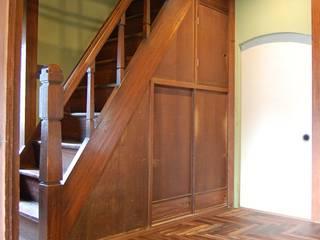 MoriTerrace_Project クラシカルスタイルの 玄関&廊下&階段 の colocoloenterprise クラシック