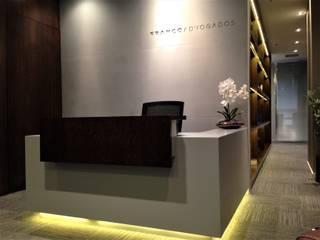 Escitório de Advocacia Itaim: Escritórios  por MR18 Arquitetura   Interiores,Moderno