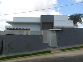 Residencia Cond. Flora Urciano 01 por Gustavo Bomfim ARQUITETURA E URBANISMO Moderno