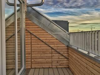 Loggien mit Stauraum:  Terrasse von architekturkonsum