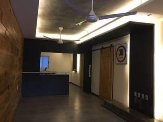 DEPARTAMENTO TRINITY Salones modernos de MONACO GRUPO INMOBILIARIO Moderno