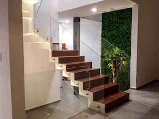 Estilo Homes Minimalist corridor, hallway & stairs Glass Brown