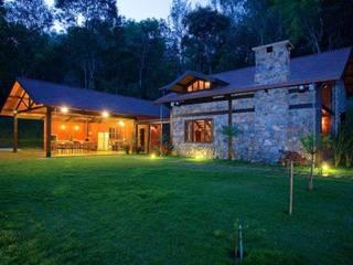 Refúgio nas Montanhas: Casas  por Patricia Abreu arquitetura e design de interiores,