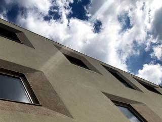 049.CN.09 | Edifício Multiusos | Habitação . Comércio . Serviços: Espaços comerciais  por Just an Architect | João Abreu Arquitectos