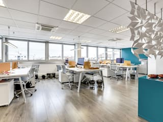 SEPARATE OFFICE SPACE WITH THIS STUNNING DIVIDER SCREEN Oficinas de estilo industrial de Bloomming Industrial