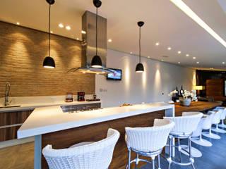 Casa L.M - ESPAÇO GOURMET : Cozinhas  por Renato Souza Arquitetura