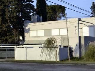 VIVIENDA UNIFAMILIAR en Bahía Blanca.:  de estilo  por ALLERBORN ARQUITECTURA