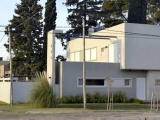 VIVIENDA UNIFAMILIAR en Bahía Blanca. de ALLERBORN ARQUITECTURA