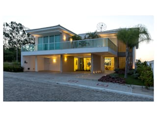 Casas modernas de Quattro Arquitetura Moderno