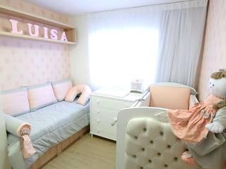 Quarto Luísa: Banheiros  por Daisy Andrade  - Arquitetura & Interiores