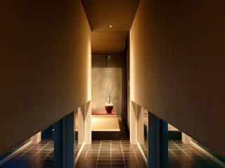 或る住宅地のヴィラⅡ オリジナルスタイルの 玄関&廊下&階段 の MooS/ムース オリジナル
