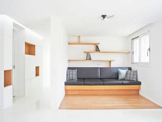 G 하우스 - 거실: seukhoonkim의  거실