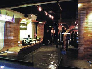 Oficinas y tiendas de estilo moderno de 直譯空間設計有限公司 Moderno