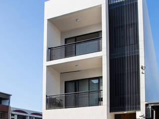 台南 謝宅建築體:  房子 by 直譯空間設計有限公司