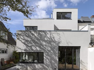 Anbau an gründerzeitliches Stadthaus :  Häuser von ARCHITEKT MECKLENBURG