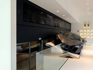 Réhabilitation d'un showroom automobile Concessionnaires automobiles minimalistes par Archimia Minimaliste