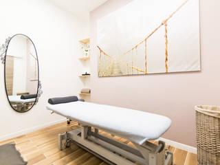 Réhabilitation d'un cabinet médical Cliniques modernes par Archimia Moderne