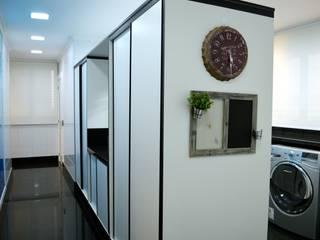 LAVANDERIA Cozinhas modernas por Adriana Scartaris: Design e Interiores em São Paulo Moderno