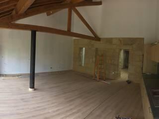 Rehabilitación de Vivienda Antigua Casas de estilo clásico de Construcciones Ropán, S.L Clásico