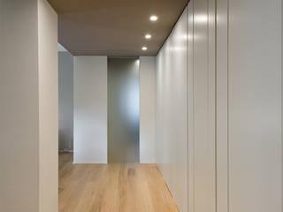 Koridor dan lorong oleh GN İÇ MİMARLIK OFİSİ