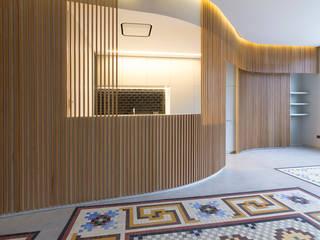 Casa Turia, por Nacho Carbó y Verena Velázquez: Cocinas de estilo  de Elo Construcciones