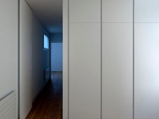 臥室 by Elo Construcciones, 簡約風