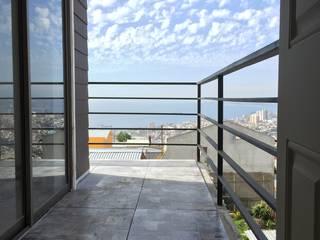 Casa H-N Balcones y terrazas modernos de Rodrigo Chávez Arquitecto Moderno